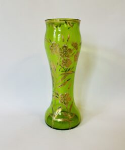 Ваза из зеленого стекла, начало XX века, ручная роспись золотом, Франция.