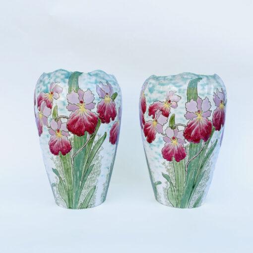 Пара антикварных ваз с ирисами начала XX века Франция.