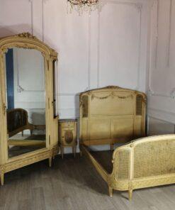 Спальный антикварный гарнитур конца XIX века, Франция.