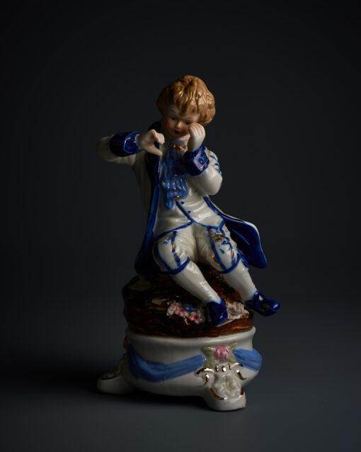 Фарфоровая статуэтка середины XX века Европа. Без сколов и трещин.
