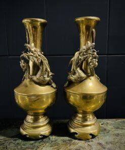 Пара латунных антикварных ваз «Драконы» начала XX века.