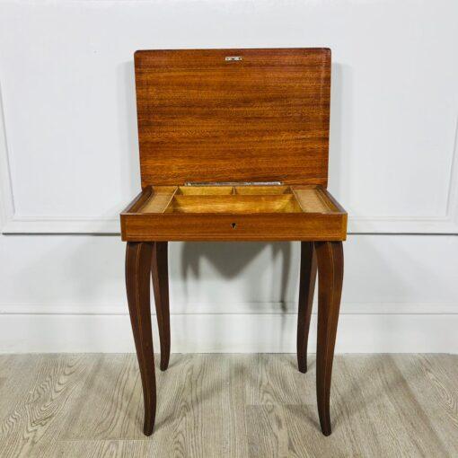 Столик для рукоделия 1960-х гг. из Швейцарии