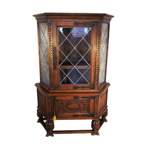 Вместительная изящная витрина 1910-х годов из Бельгии.