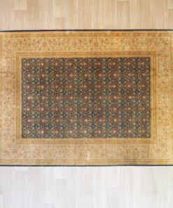 Тонкий шелковый ковер ручной работы конца ХХ века. Размер: 168х255 см.