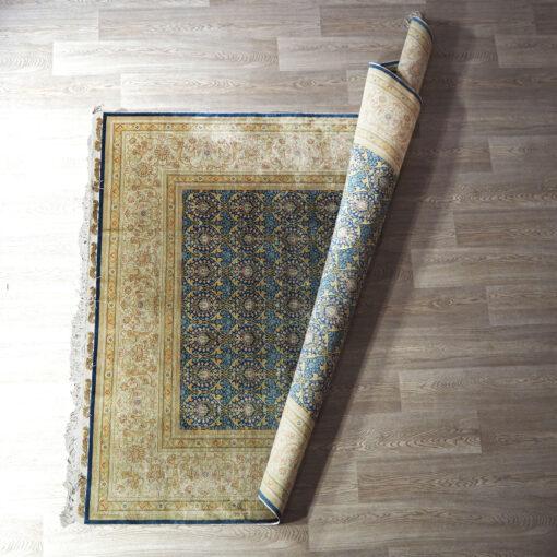 Тонкий шелковый ковер ручной работы конца ХХ века.