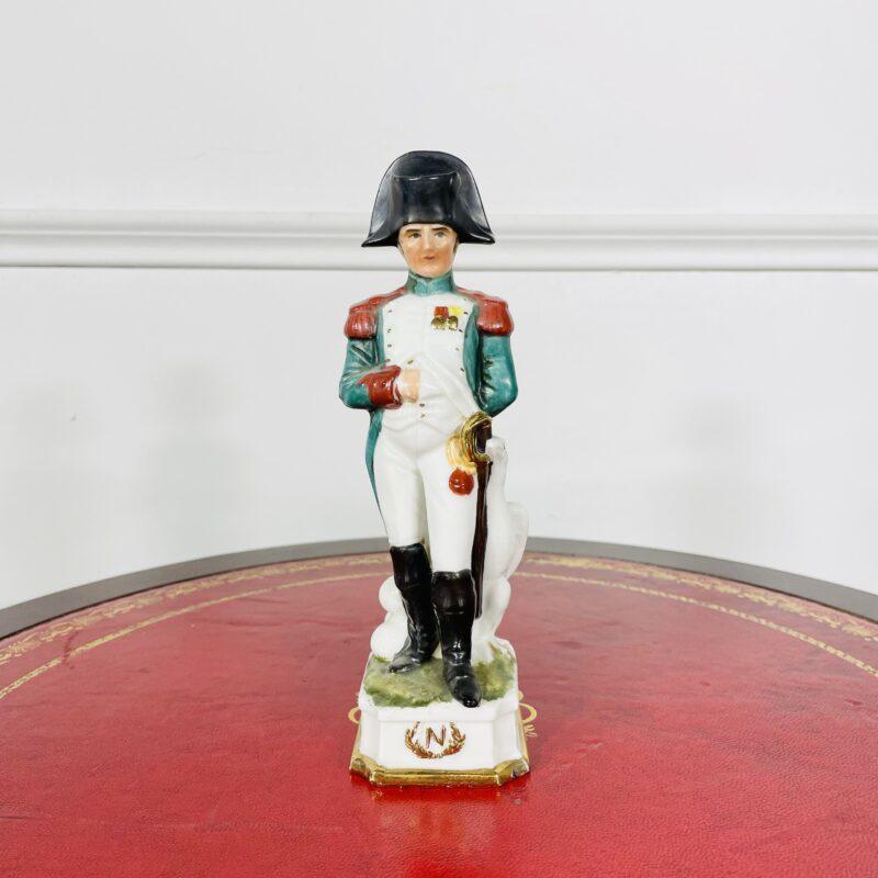 Фарфоровая статуэтка Неполеон Буонапарт из коллекции «Армия Наполеона I» второй половины XX века, Германия.