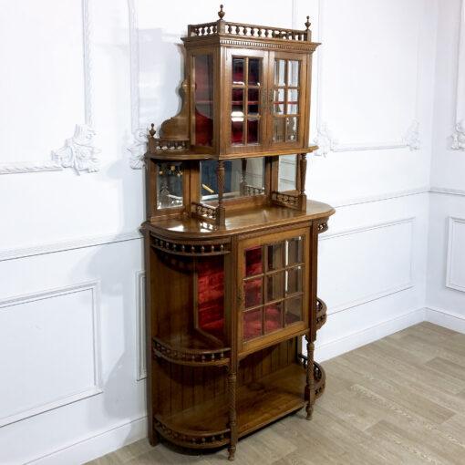 Витрина в готическом стиле конца XIX века из Франции.