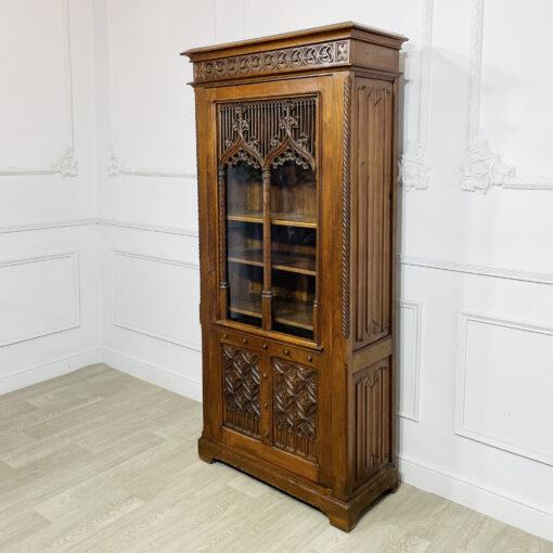 Витрина антикварная готическая 1860-1880-х годов из Франции.