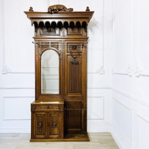 Антикварная прихожая в бретонском стиле рубежа XIX-XX веков из Франции.