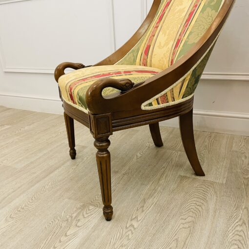 Прекрасные миниатюрные парные кресла в стиле ампир 1970-х годов из Франции.