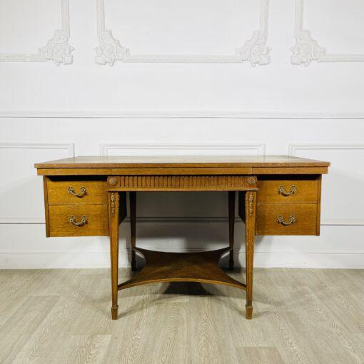Письменный антикварный стол середины XX века.