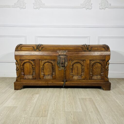 Антикварный резной сундук конца XIX века из Франции.